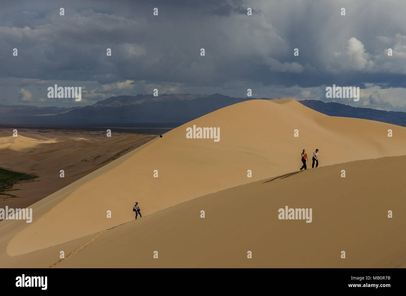 Climbing up the Khongoryn Els, Gobi Desert, Mongolia - Stock Image