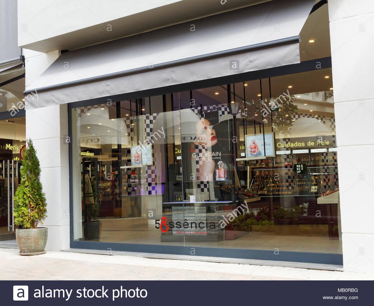 2c7d77617624 Shopfront