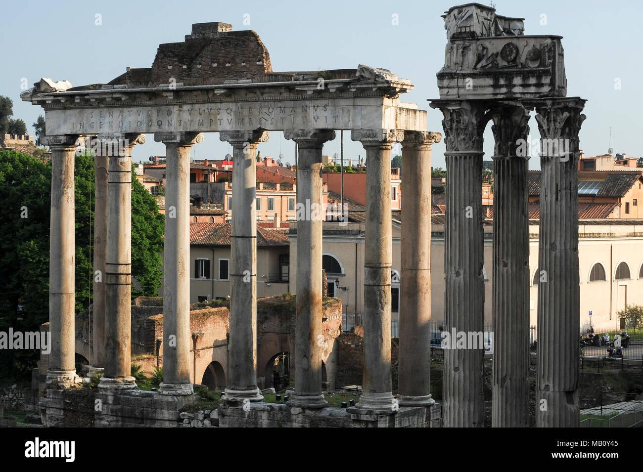 Tempio Di Vespasiano Temple Of Vespasian And Titus And Tempio Di Saturno Temple Of Saturn In Foro Romano Forum Romanum In Historic Centre Of Rom Stock Photo Alamy