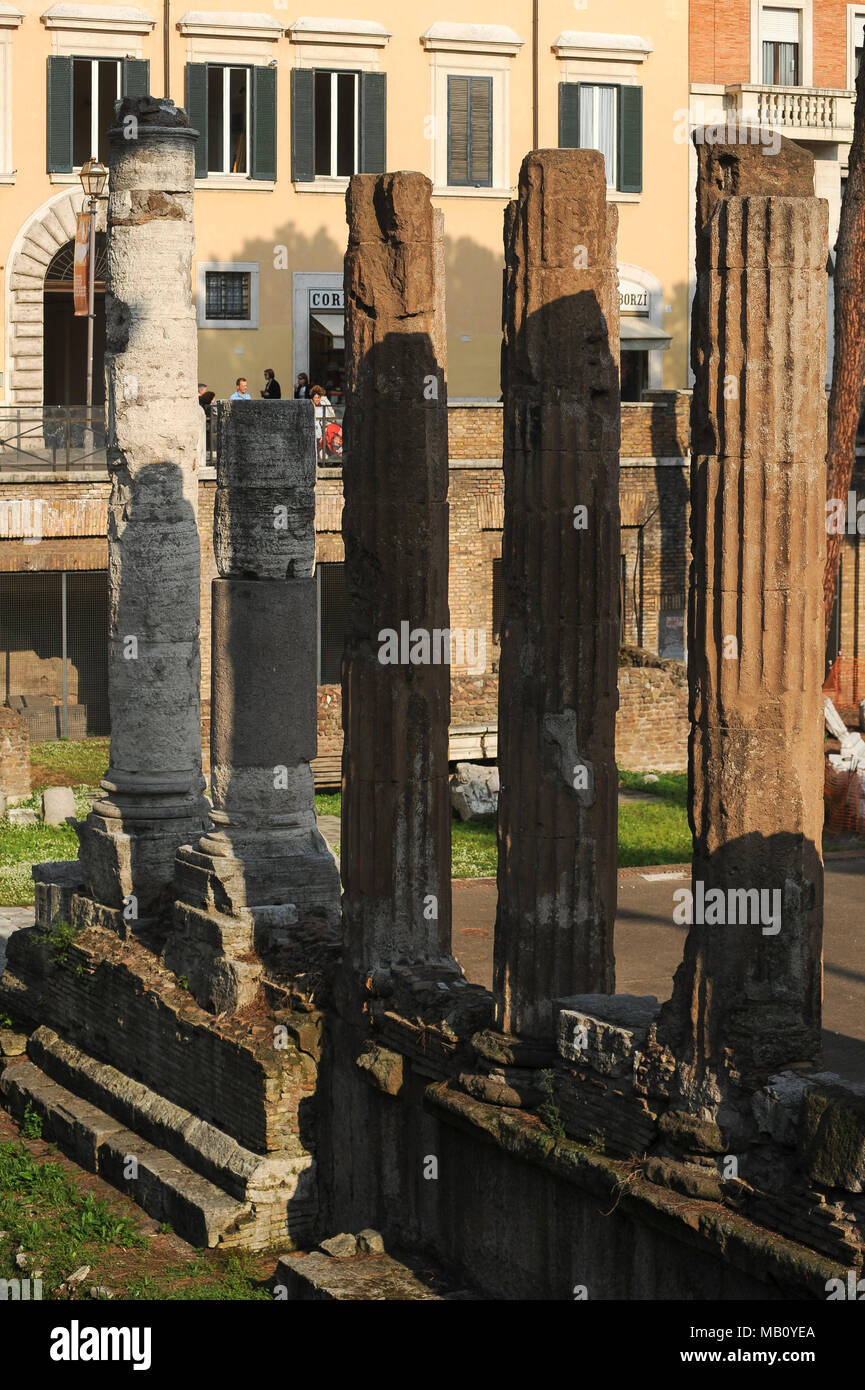 Circular Roman Republican temple B devoted to Fortuna Huiusce Diei (The Fortune of This Dayfrom) from 101 BC in Area Sacra on Largo di Torre Argentina - Stock Image