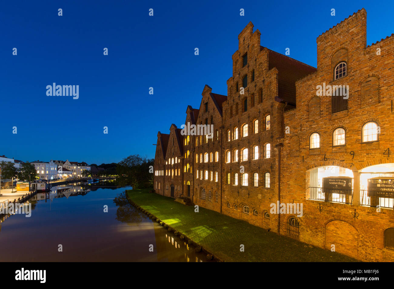 Salzspeicher / salt storehouses at night along the Upper Trave River in the Hanseatic town Lübeck / Luebeck, Schleswig-Holstein, Germany - Stock Image