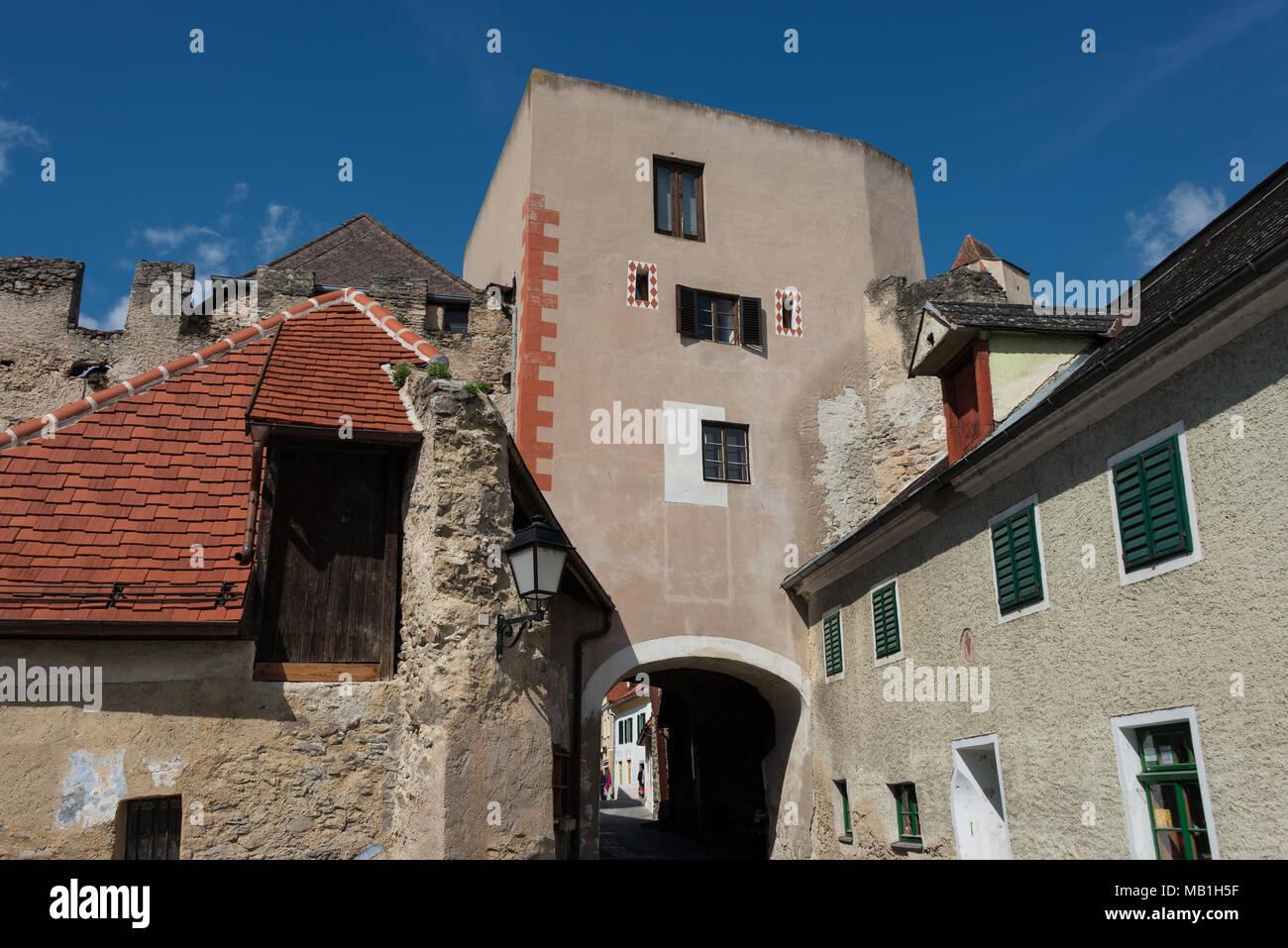 Wachhaus mit Stadtmauer in Dürnstein - Stock Image