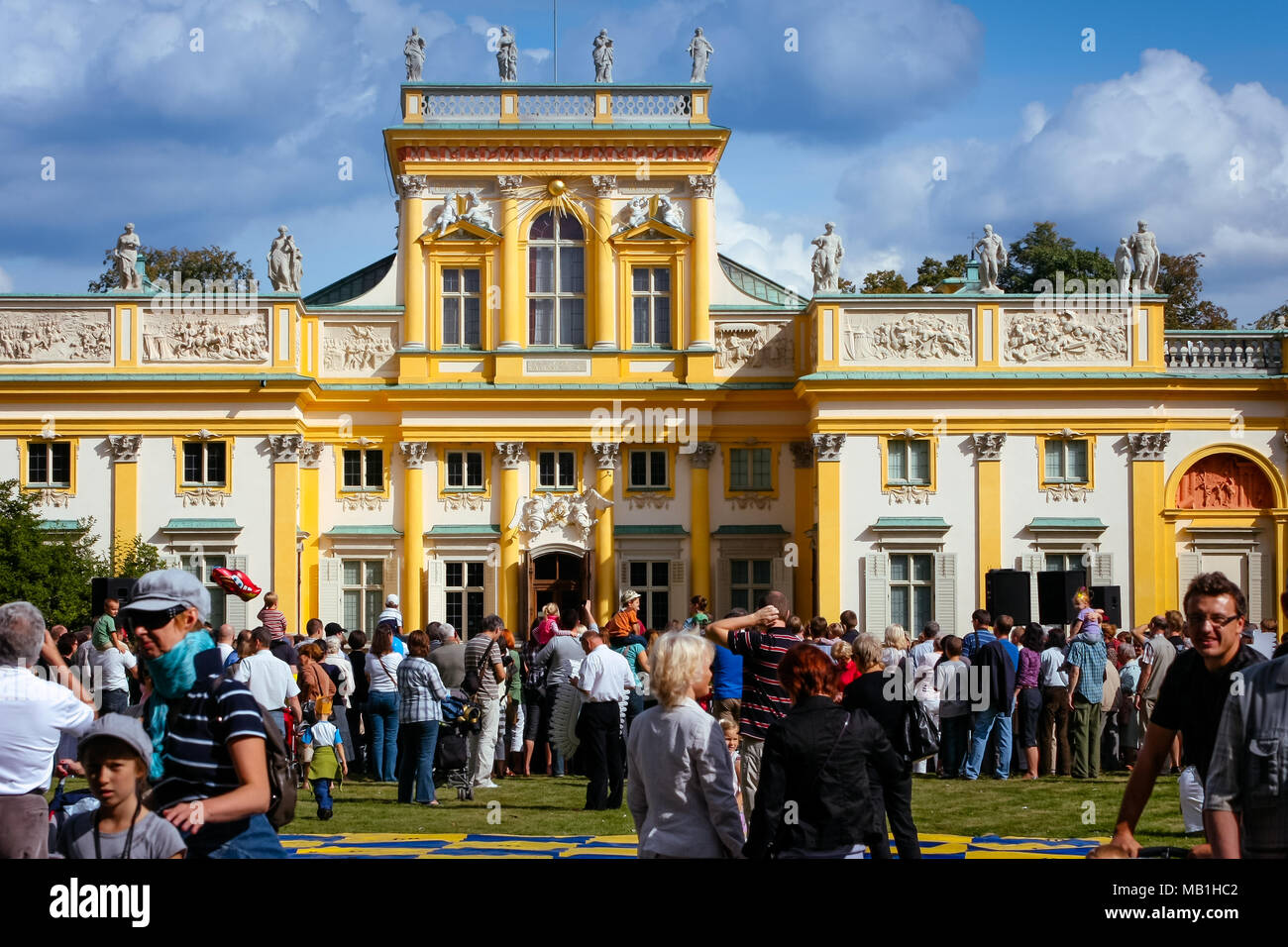 Tourists crowd at the Wilanow Royal Palace museum, celebrating the Wilanow Days. WARSAW, POLAND - SEPTEMBER 13, 2009 Stock Photo