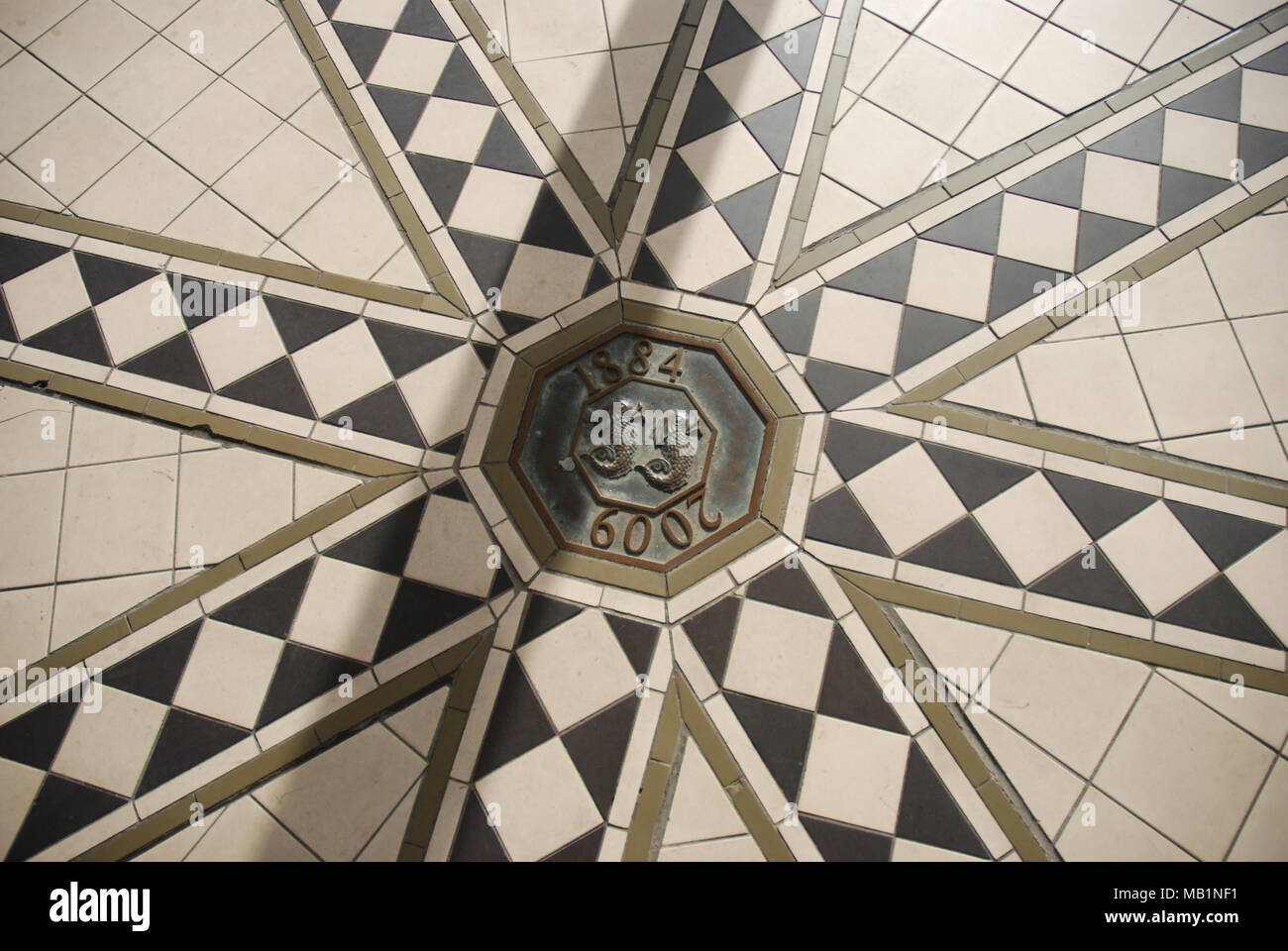 close up picture of the tiled floor centerpiece - The Bandstand Brighton - Stock Image