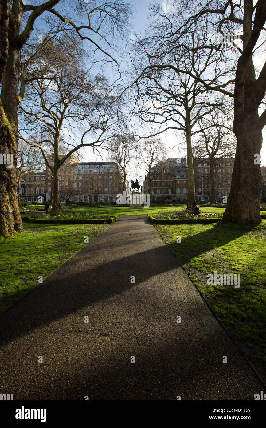 Tulips In St Jamess Park Stock Photos & Tulips In St ...
