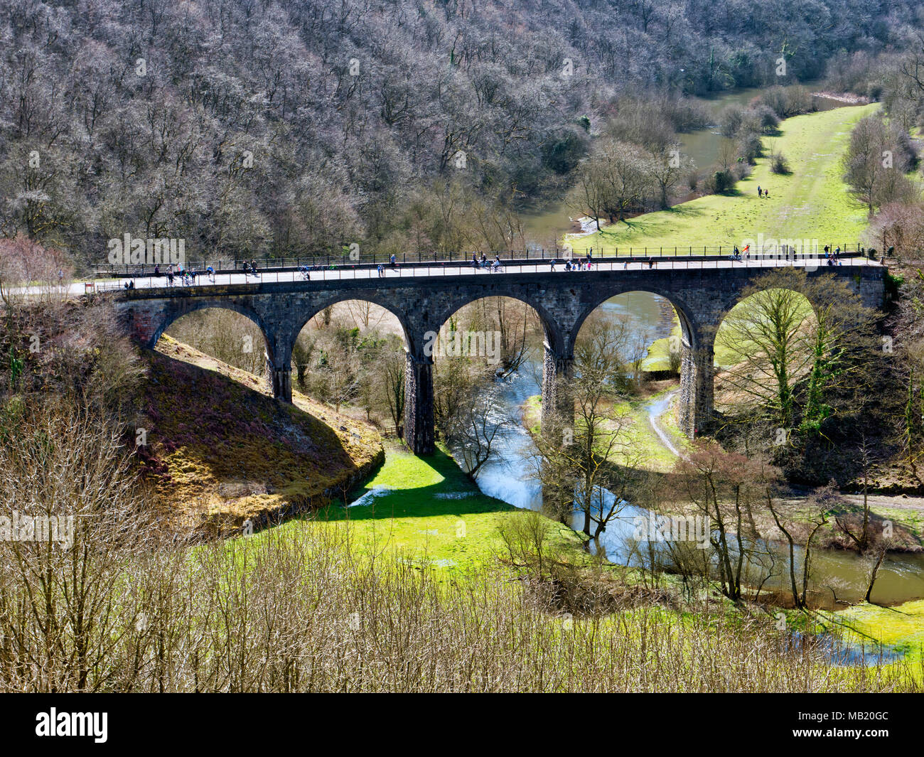 Peak District National Park. 5th Apr, 2018. UK Weather: visitors, walkers & cyclists enjoying the glorious sunshine on Thursday after the wet Easter Bank Holiday break along the Monsal Trail at Monsal Head & viaduct near Ashford on the Water & Bakewell in the Peak District National Park Credit: Doug Blane/Alamy Live News Stock Photo