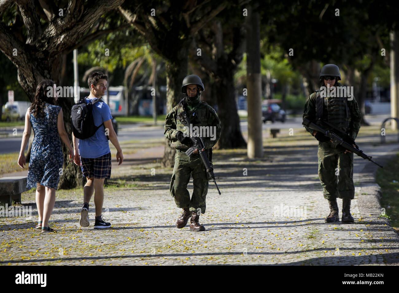 Brazilian soldier patrols the neighborhood of Botafogo after ...