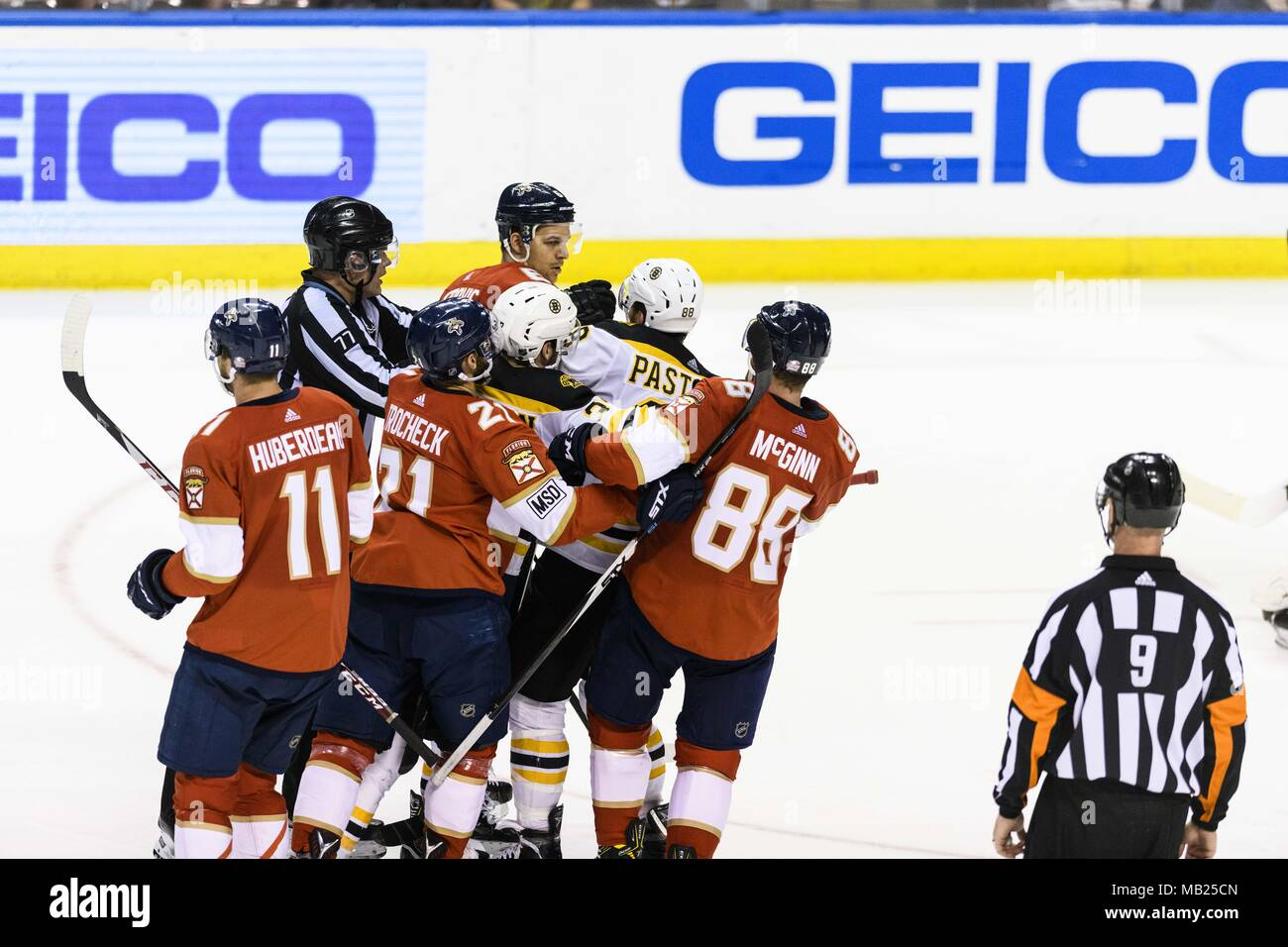 Sunrise, Florida, USA. 5th Apr, 2018. Fight during the Florida Panthers v. Boston Bruins game on Thursday April 5, 2018 Credit: Dalton Hamm/via ZUMA Wire/ZUMA Wire/Alamy Live News - Stock Image