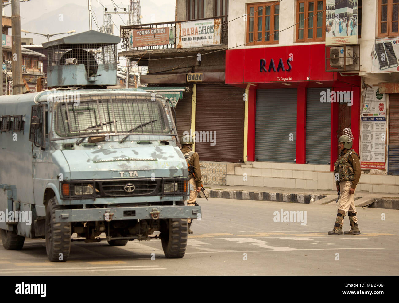 Kashmir, Kashmir. 6th Apr, 2018. Indian paramilitary troopers stand guard in a closed market in Downtown area during restrictions in Srinagar city, the summer capital of Kashmir, April 6, 2018. Authorities imposed restrictions in parts of Srinagar city to prevent protests. Credit: Javed Dar/Xinhua/Alamy Live News - Stock Image