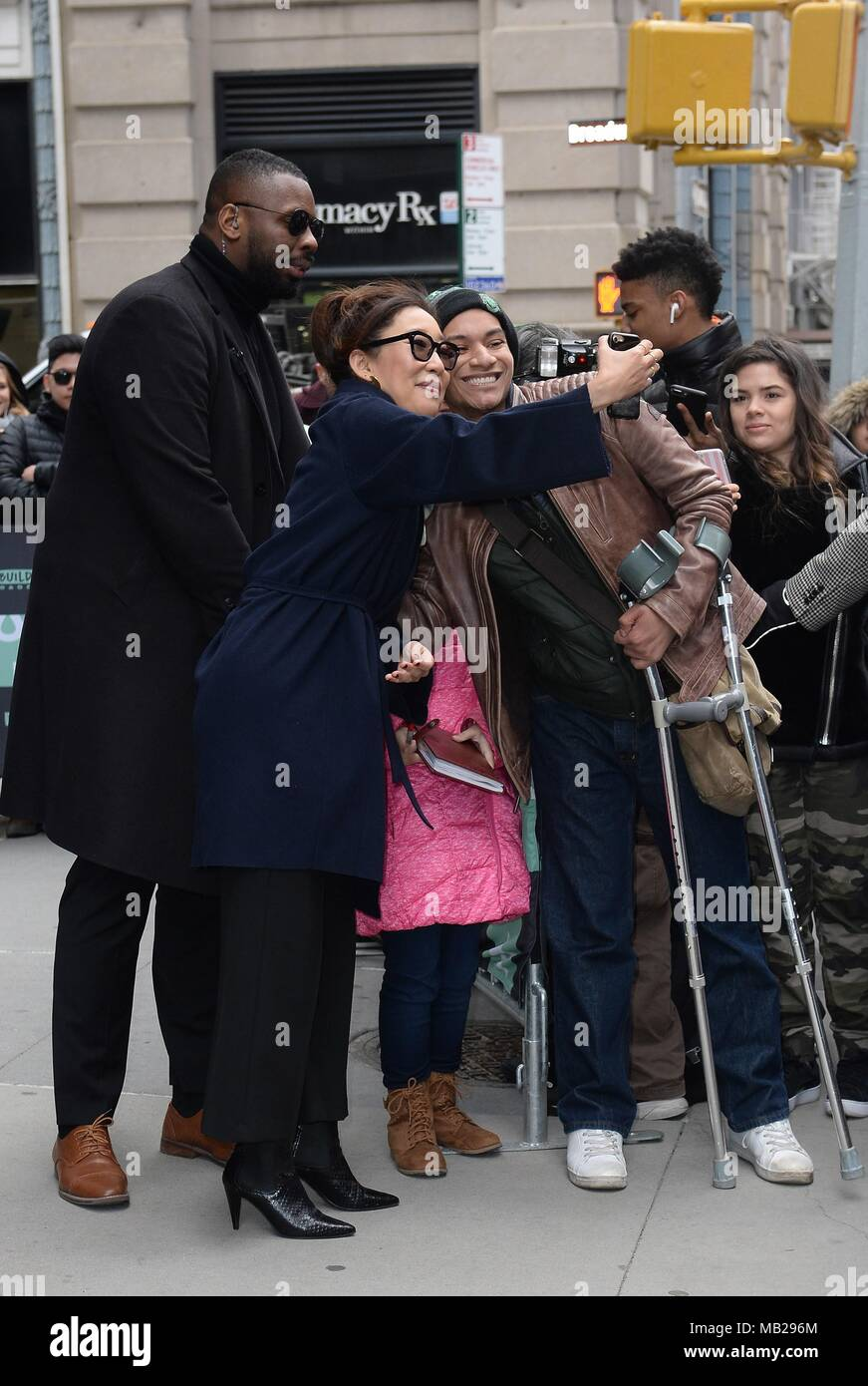 New York, NY, USA. 5th Apr, 2018. Sandra Oh out and about for Celebrity Candids - THU, New York, NY April 5, 2018. Credit: Kristin Callahan/Everett Collection/Alamy Live News Stock Photo