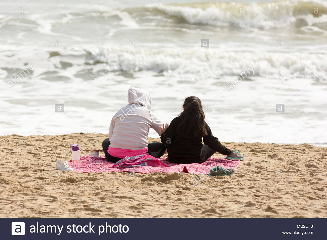 Teenagers watching news stock photos teenagers watching news stock boscombe bournemouth dorset uk 6th april 2018 uk weather warm negle Image collections