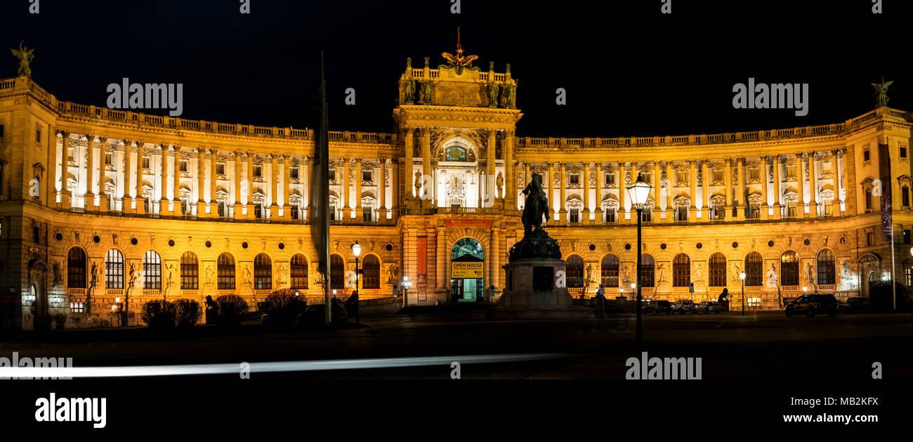 Wiener Hofburg bei Nacht - Stock Image