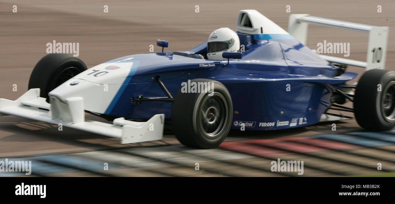 Dean Smith racing at Thruxton in April 2005 - Stock Image