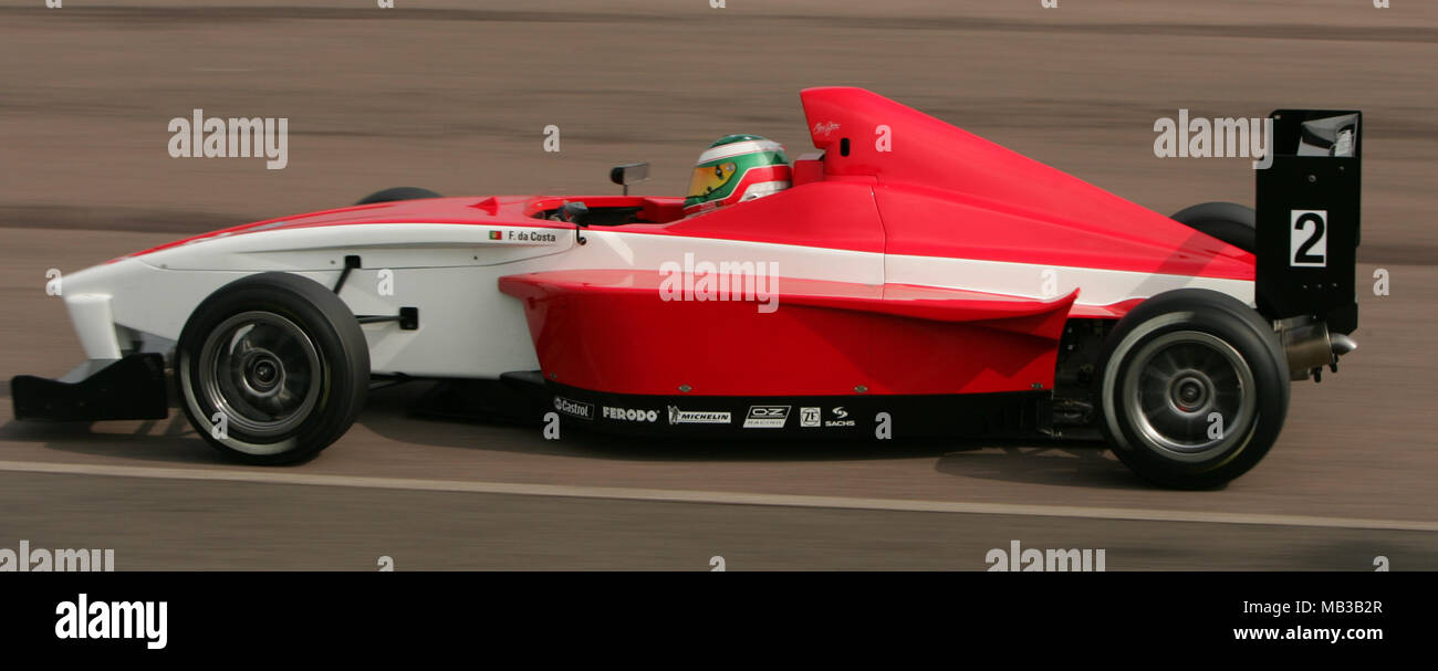 F Da Costa racing at Thruxton in april 2005 - Stock Image