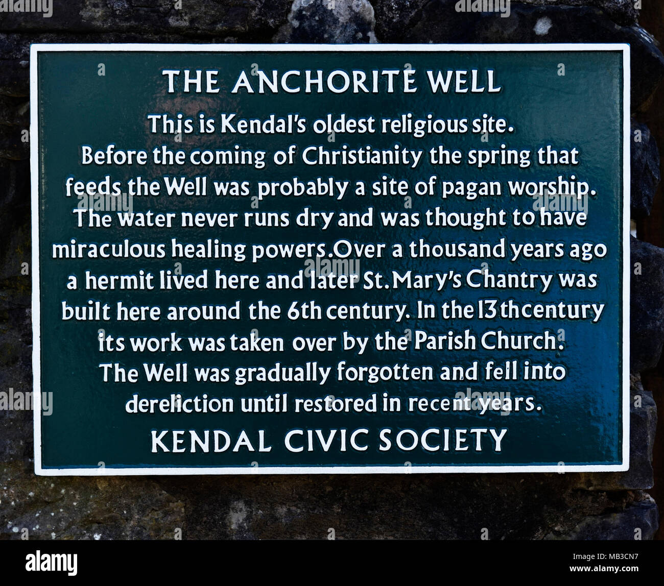 The Anchorite Well. Descriptive plaque, Kendal Civic Society. Anchorite Fields, Kendal, Cumbria, England, United Kingdom, Europe. - Stock Image