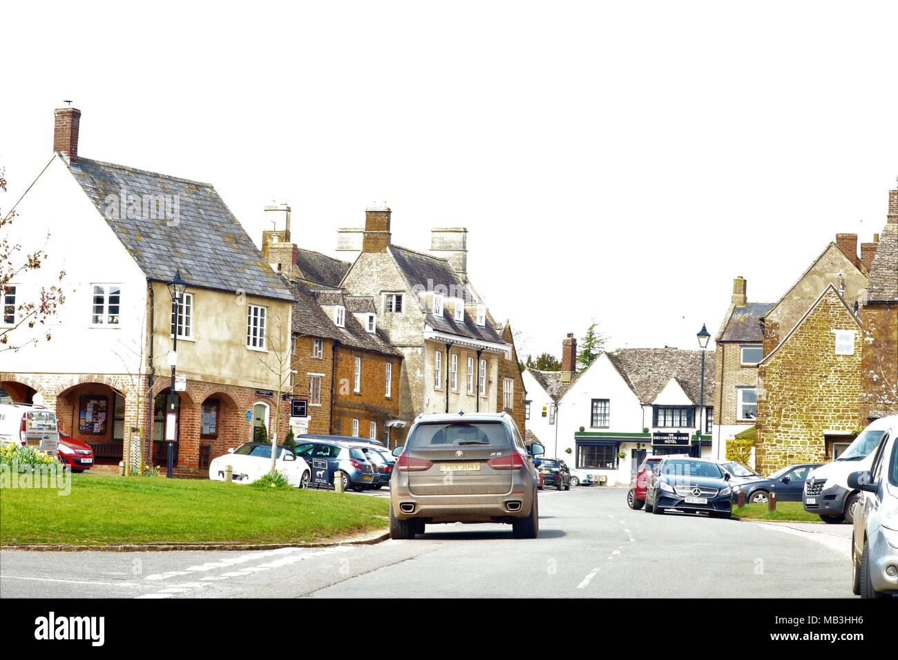 Deddington Town High Street, Oxfordshire, UK - Stock Image