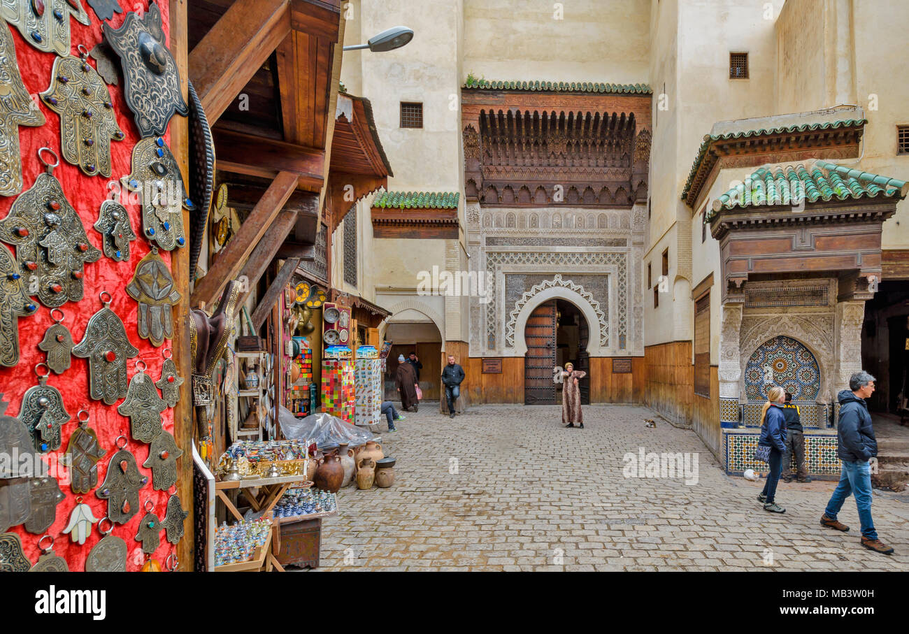 MOROCCO FES MEDINA SOUK THE SQUARE NEJJARINE AND WATER FOUNTAIN AND ENTRANCE TO THE FONDOUK EL NEJJARINE THE CARPENTERS MUSEUM - Stock Image