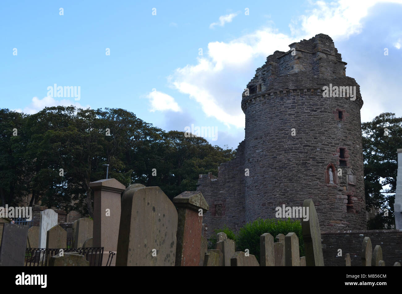 Ruins of the Bishop's Palace and cemetery at Saint Magnus cathedral, Kirkwall, Orkney Islands - Stock Image