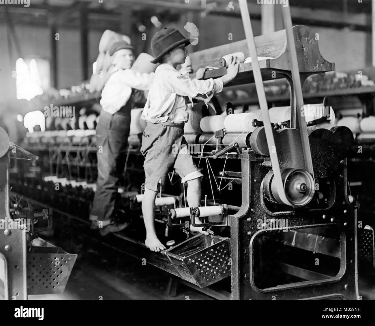 LEWIS HINE (1874-1940) American sociologist and photographer. His photo about 1908 of child workers at a cotton spinning mill - Stock Image