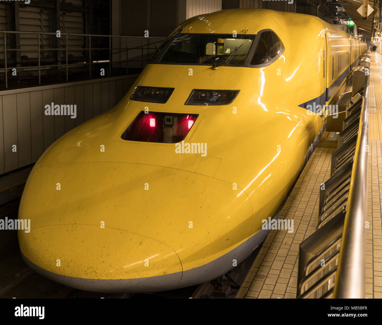 Japan Rail's Doctor Yellow, a special diagnostic Shinkansen train, at Tokyo Station. - Stock Image