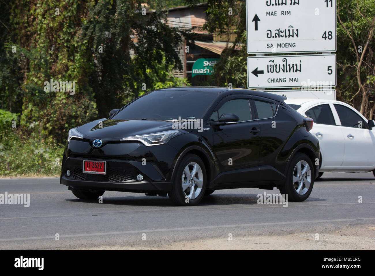 review c toyota angle hr crossover side carwitter