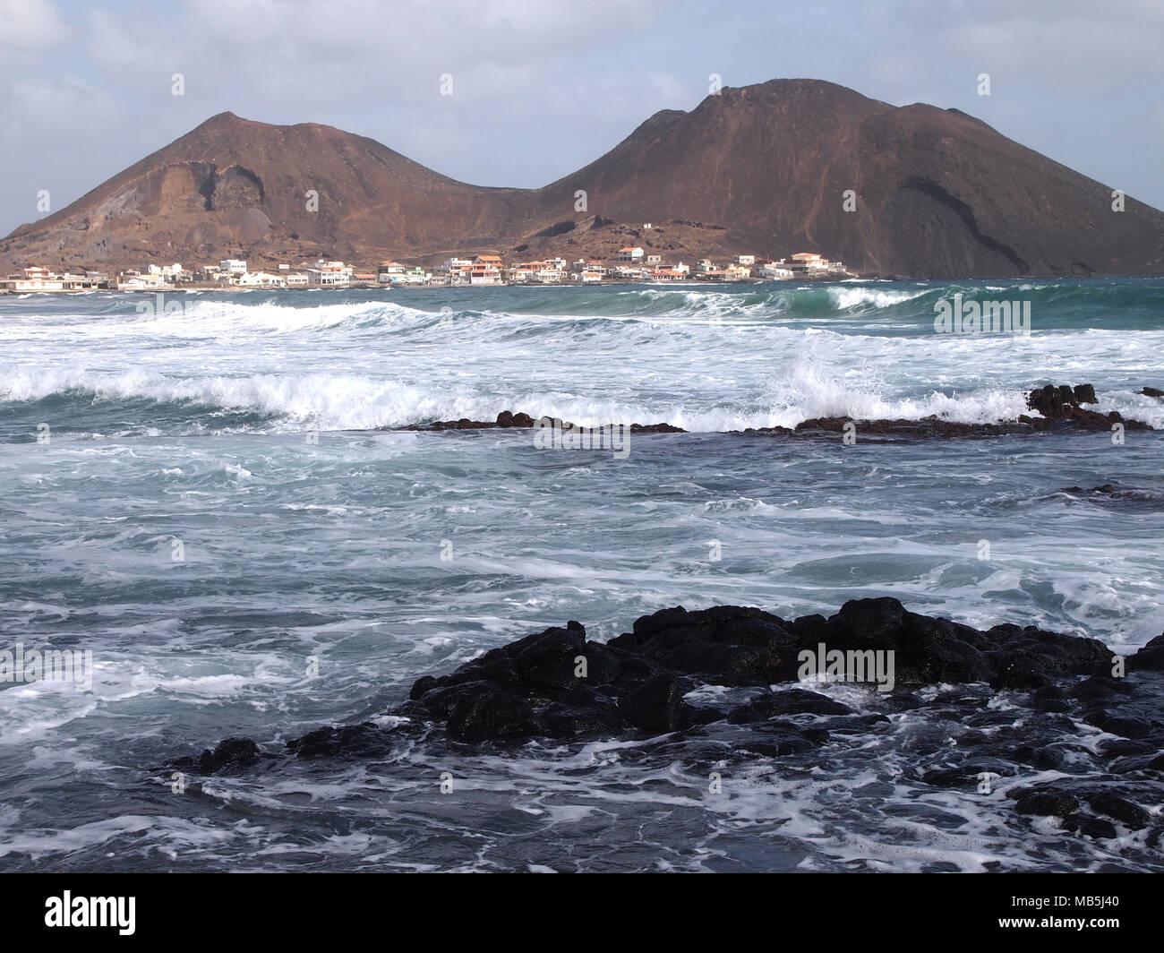 2019 authentique 2019 original remise chaude The village of Calhau in Sao Vicente, one of the Cape Verde ...