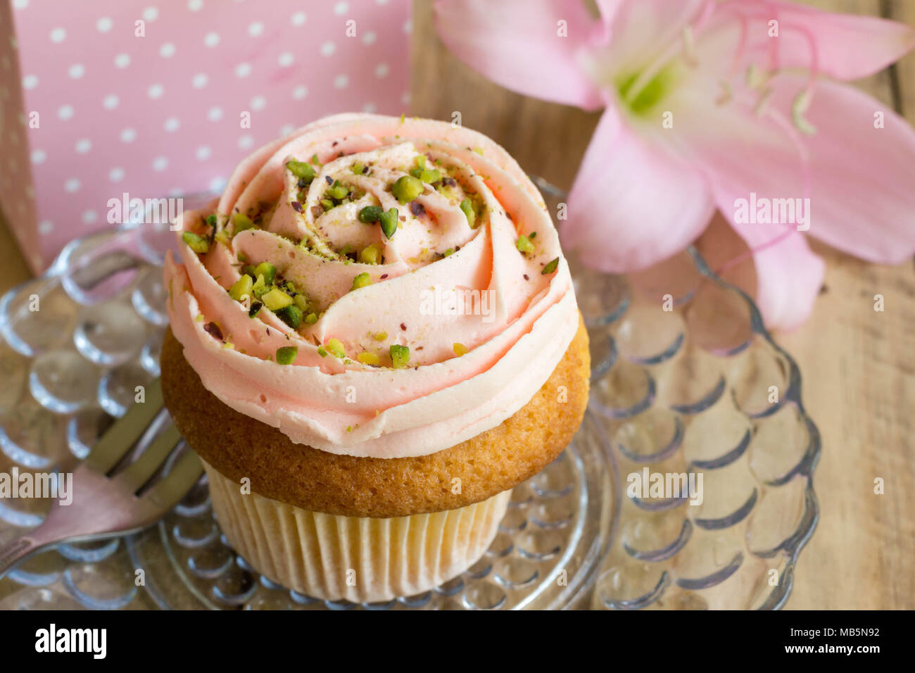 Pink cup cake with gift box and pink lily flower for birthday pink cup cake with gift box and pink lily flower for birthday celebration background izmirmasajfo