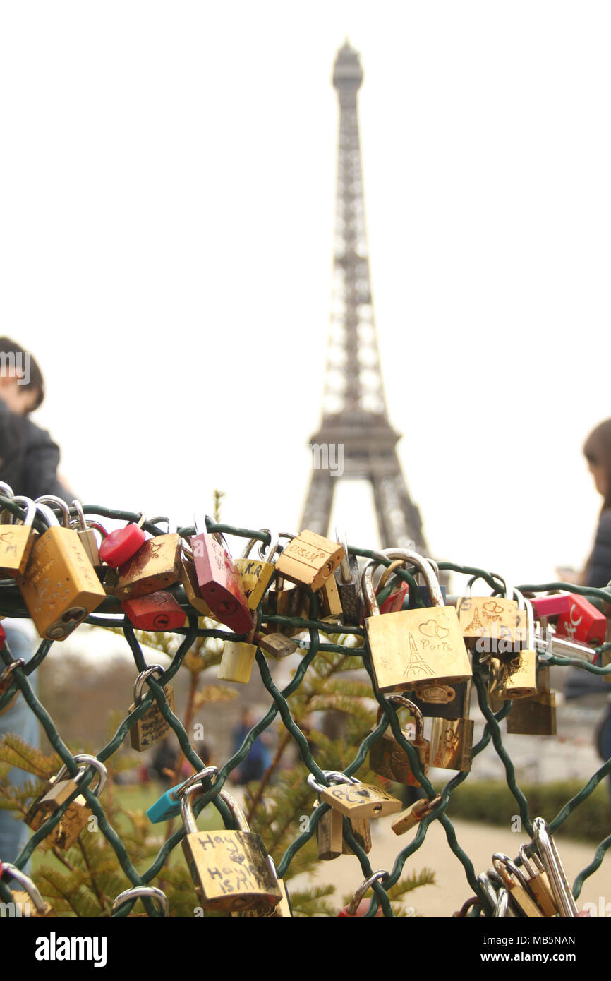 Paris, France -  02 April 2018. Padlocks seen by a fence in Jardins du Trocadéro overlooking the Eiffel tower on 2nd April 2018.  General view of Paris, France. @ David Mbiyu/Alamy Live News - Stock Image