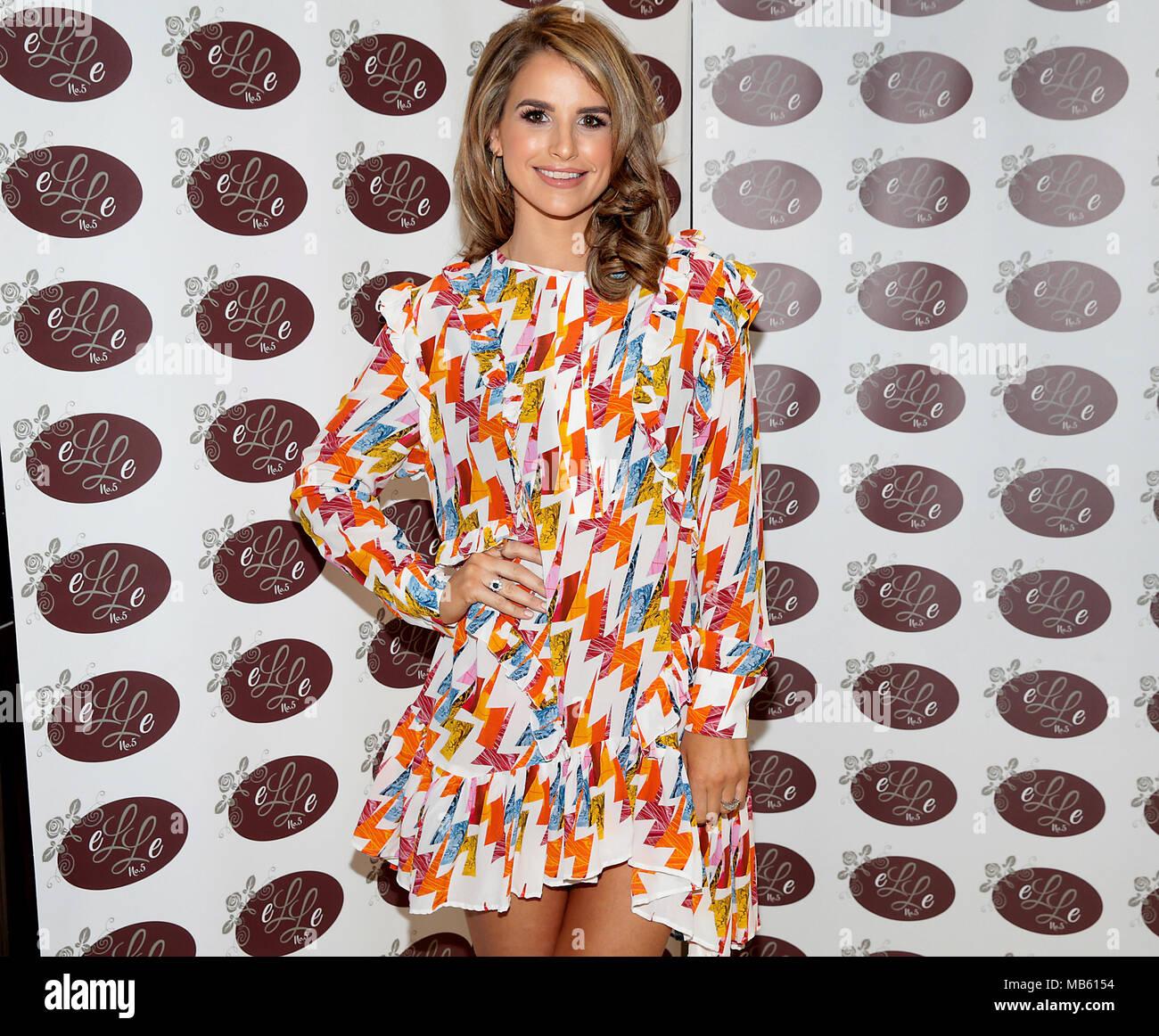 Gemütlich Prom Kleid Muster Vogue Zeitgenössisch - Brautkleider ...