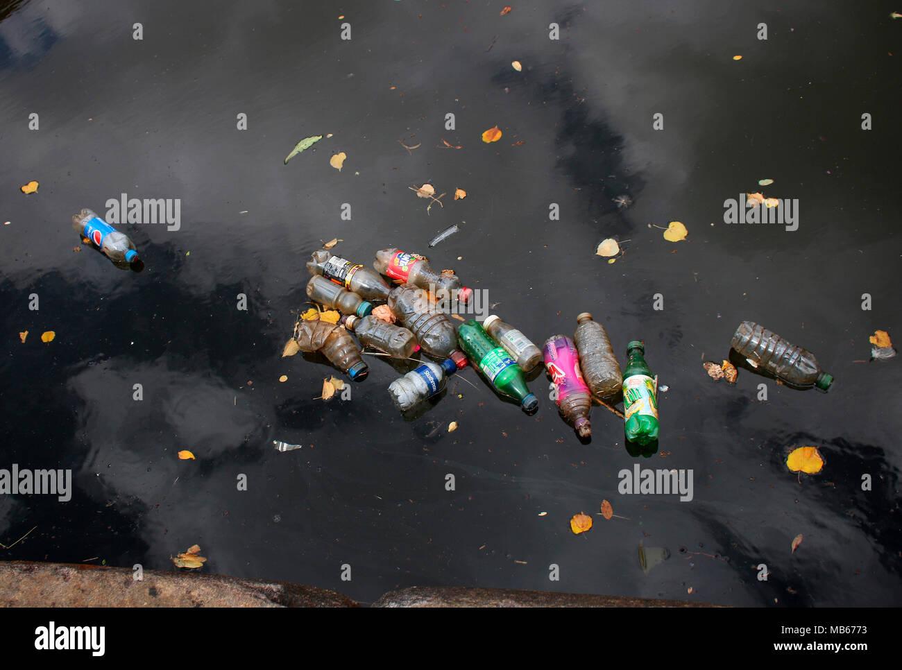 Abfall im Kanal, Manchester, England. Stock Photo