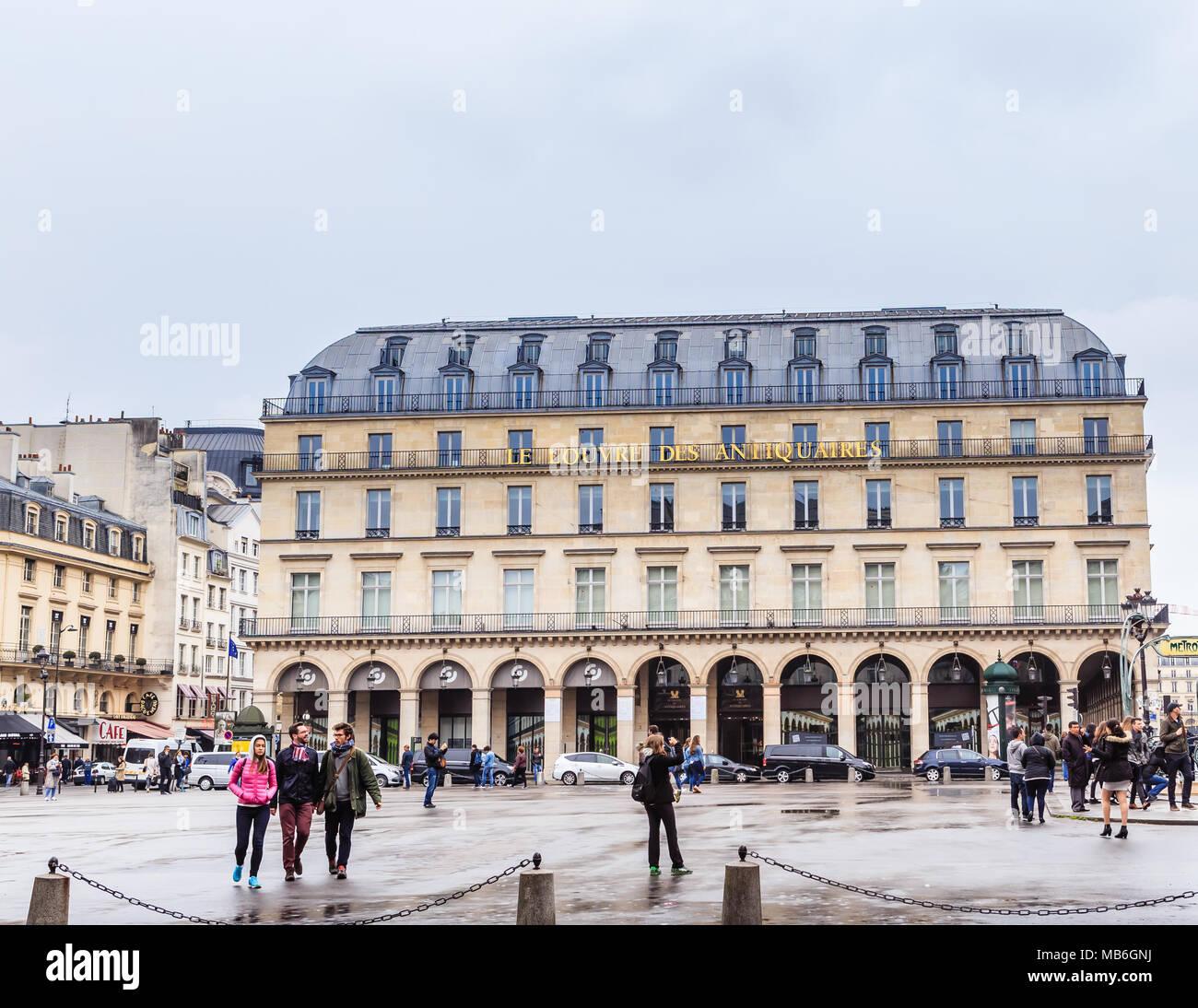 Place du Palais Royal, 2.  Art Gallery Peintures Et Patrimoine. Paris. France - Stock Image