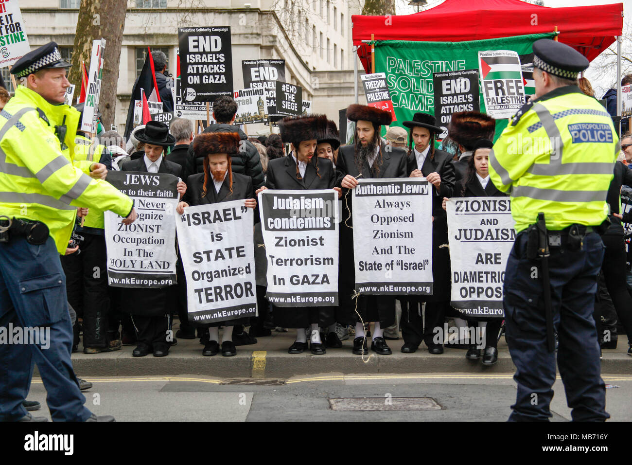 Hasidic Jews protest Israel and Zionism at the Protest for Gaza - Stock Image