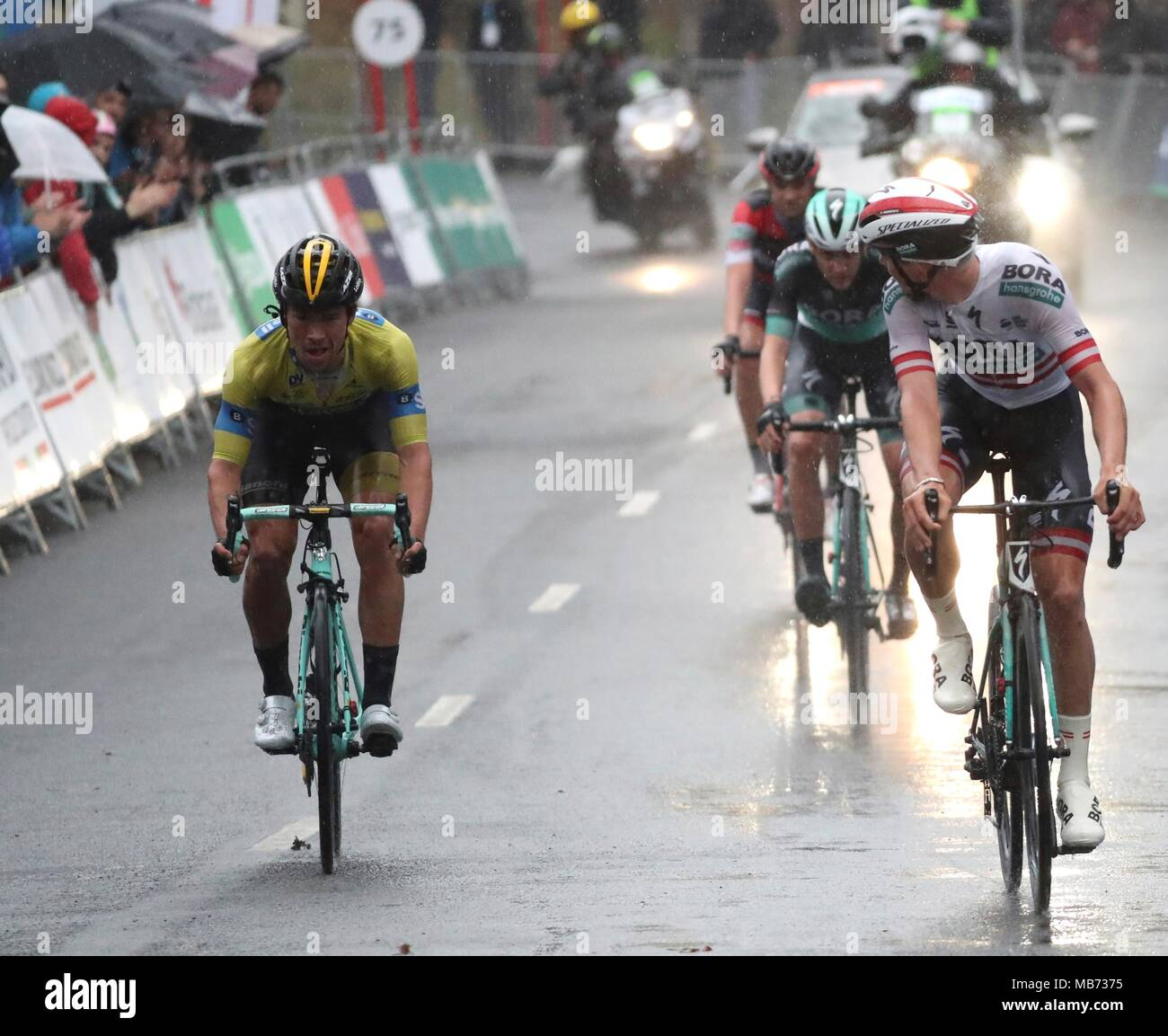 00b25e716 Slovenian Primoz Roglic of Lotto (L) in action during the sixth stage of the
