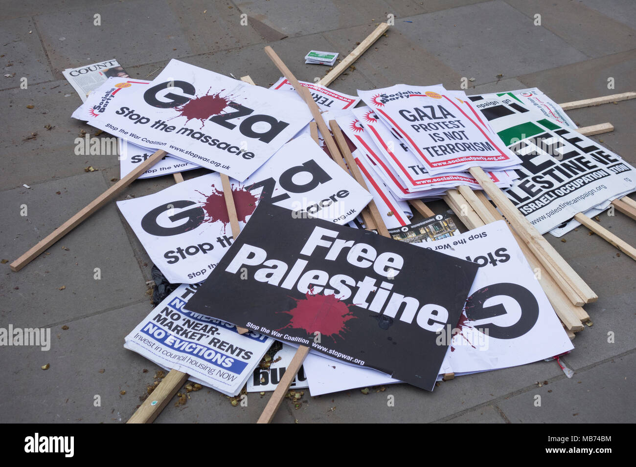 London, England, UK.  7 April, 2018.  Protest for Gaza /Stop the Killing demonstration banners in Downing Street, London. Organised by Friends of Al-Aqsa, Palestine Solidarity Campaign, Palestinian Forum in Britain © Benjamin John/ Alamy Live News. - Stock Image