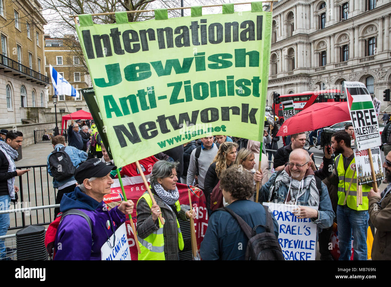 London, UK. 7th April, 2018. Activists from the International Jewish Anti-Zionist Network join hundreds of people at a rally outside Downing Street in solidarity with Palestinians attending the Great March of Return in Gaza and in protest against the killing there by Israeli snipers using live ammunition of at least 27 unarmed Palestinians and the injury of hundreds more. Credit: Mark Kerrison/Alamy Live News - Stock Image