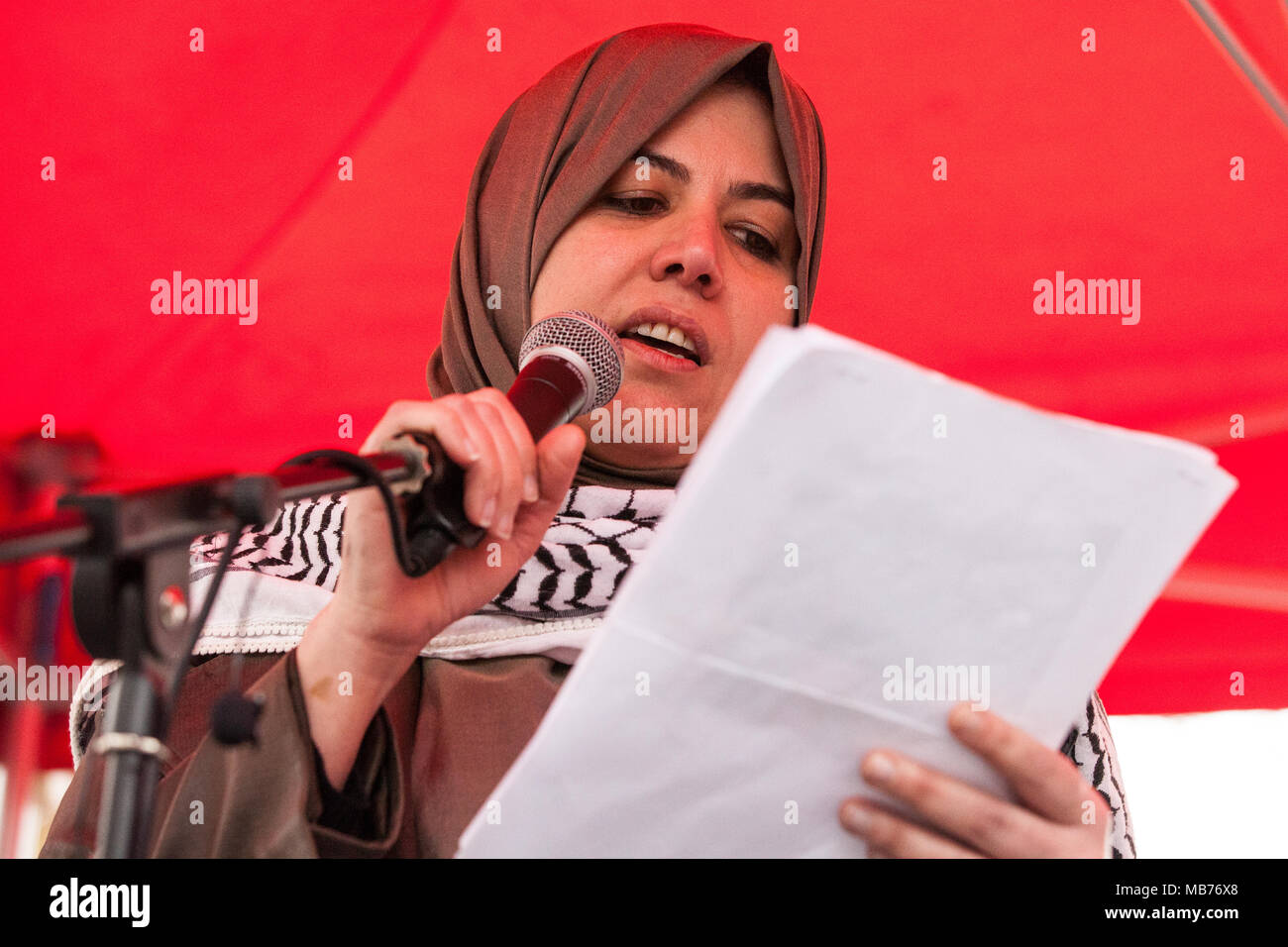 London, UK. 7th April, 2018. Raghad Al Tikriti of Muslim Association of Britain addresses hundreds of people at a rally outside Downing Street in solidarity with Palestinians attending the Great March of Return in Gaza and in protest against the killing there by Israeli snipers using live ammunition of at least 27 unarmed Palestinians and the injury of hundreds more. Credit: Mark Kerrison/Alamy Live News Stock Photo