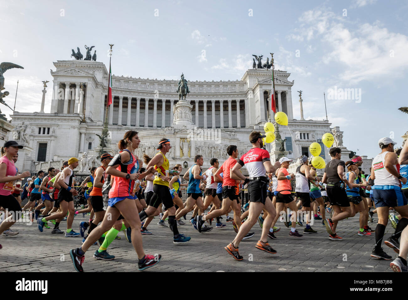Rome, Italy. 08th April, 2018. Runners compete during the 24th edition of the Maratona di Roma (Rome Marathon), an annual IAAF (International Association of Athletics Federations) marathon competition hosted by the city of Rome. 100.000 runners from 131 countries take part in the 24th Marathon of Rome which has a distance of total length of 42,195 kilometers. Credit: Giuseppe Ciccia/Alamy Live News - Stock Image