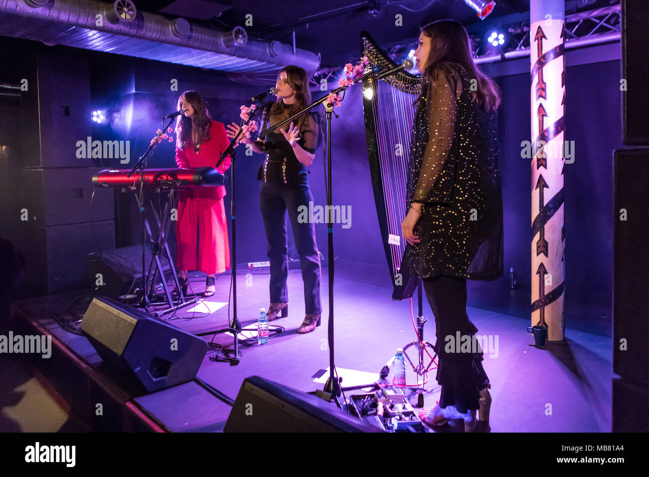 The British pop band Paradisia with Sophie-Rose Harper, vocals, Anna Pesquidous, harp and Kristy Buglass vocals and keyboard - Stock Image