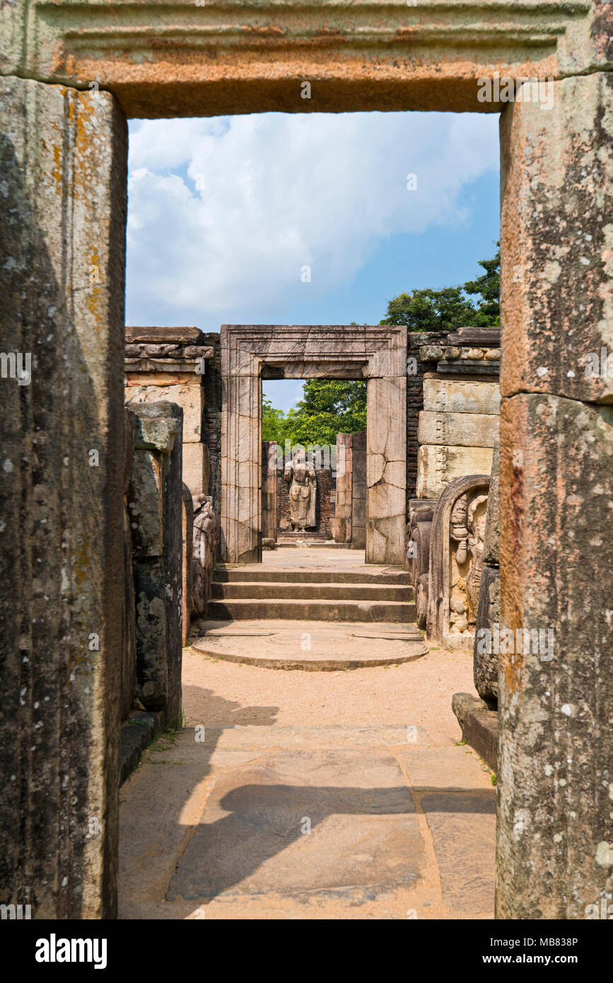 Vertical view through the doorway of the Hatadage in Polonnaruwa, Sri Lanka. - Stock Image