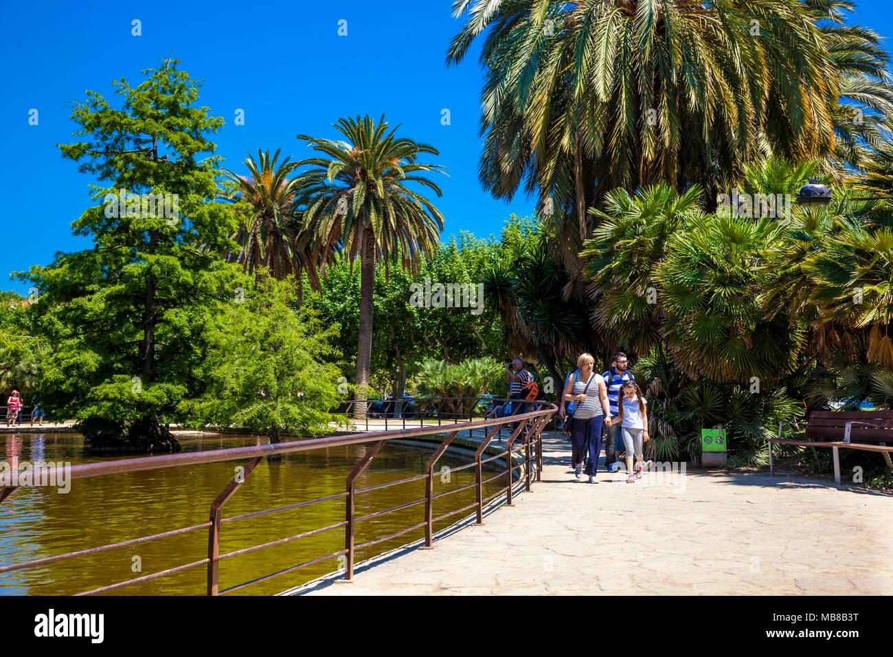 People strolling in Parc de la Ciutadella, Ciutat Vella, Barcelona, Spain - Stock Image