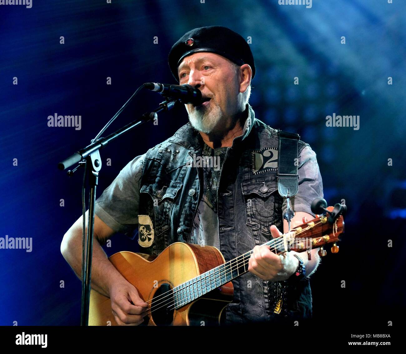 Richards Thompson performing at Cropredy 2017 - Stock Image