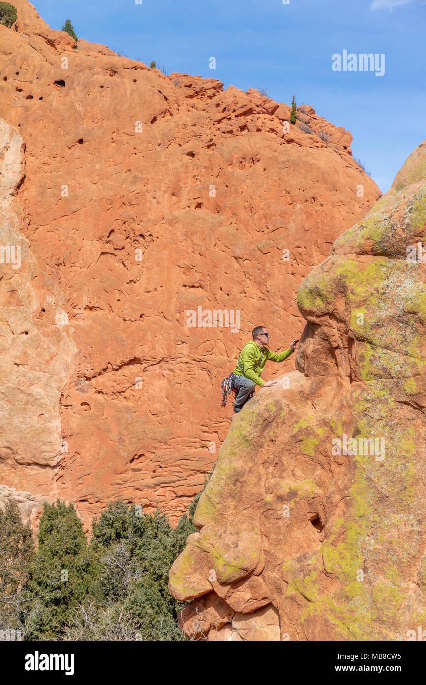 Rock climber climbing at the Garden of the Gods, Colorado Springs, Colorado, USA. - Stock Image