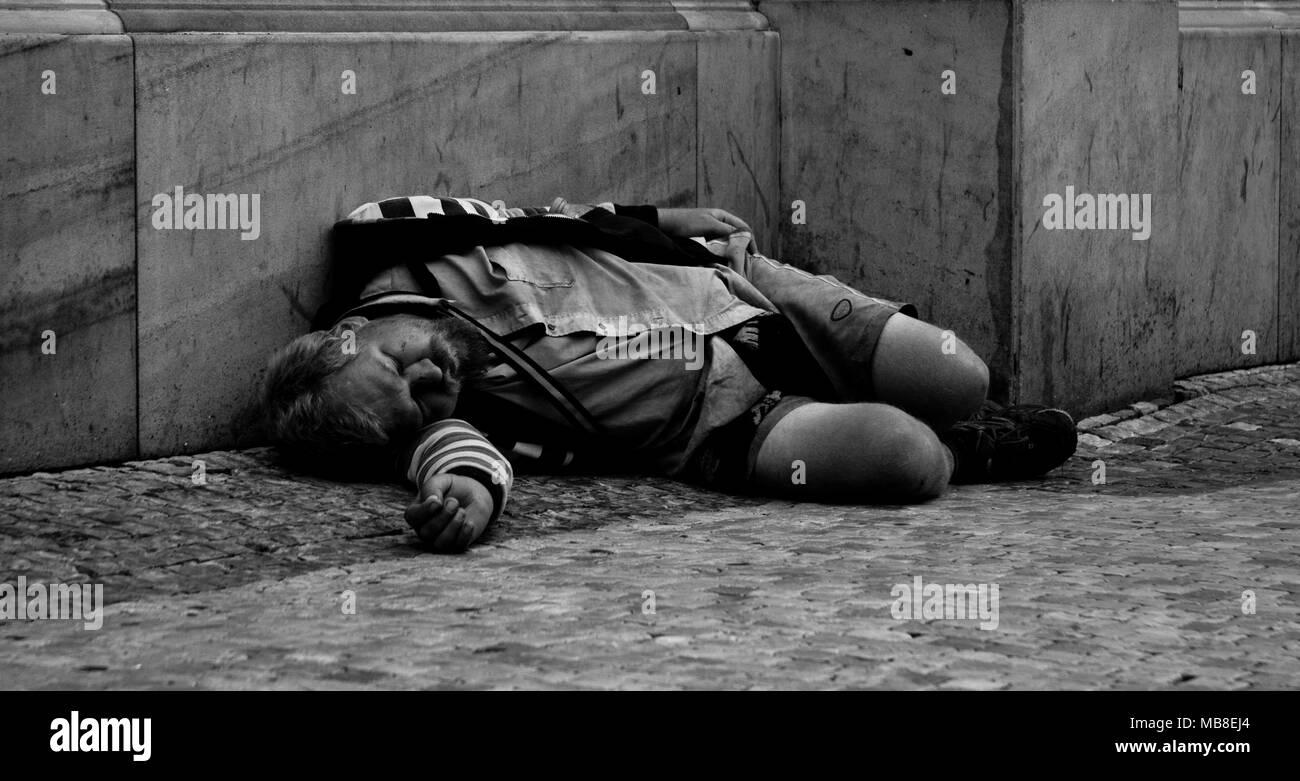 Destitute sleeping on the street of Prague - Stock Image
