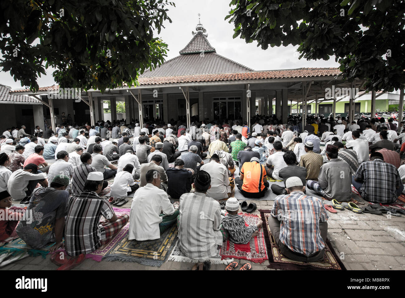 Small busy village mosque in Indonesia - Stock Image