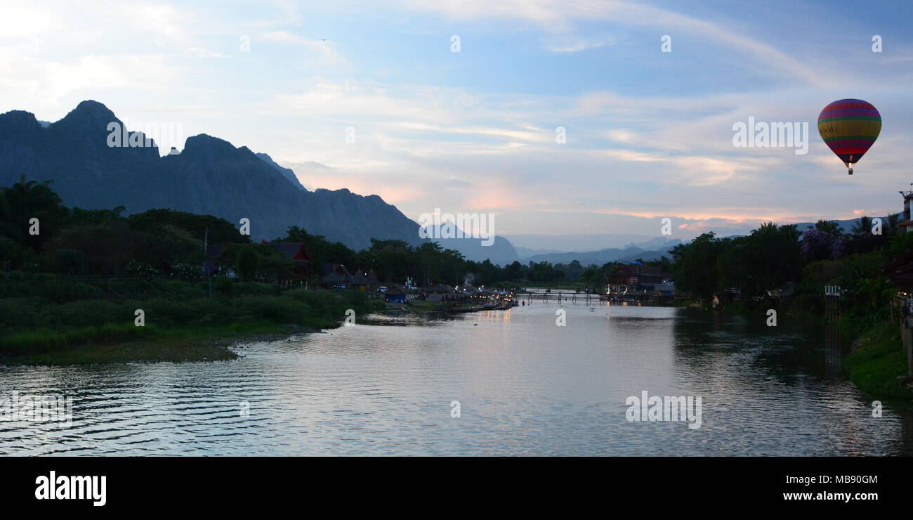 An hot air baloon over Nam Song river. Vang Vieng. Vientiane province. Laos - Stock Image