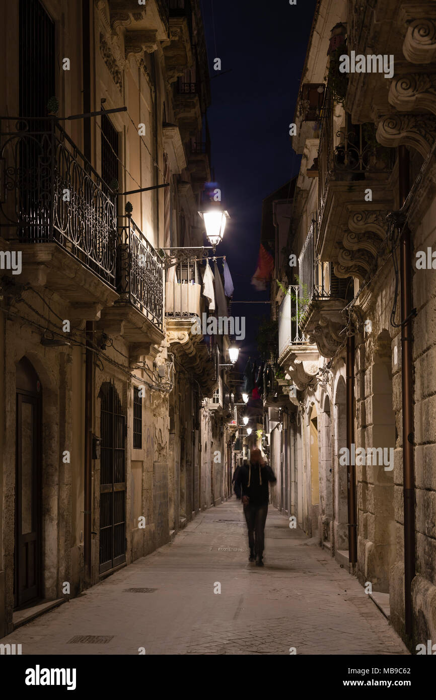 Alley in Ortigia at night, Siracusa, Sicily, Italy. - Stock Image