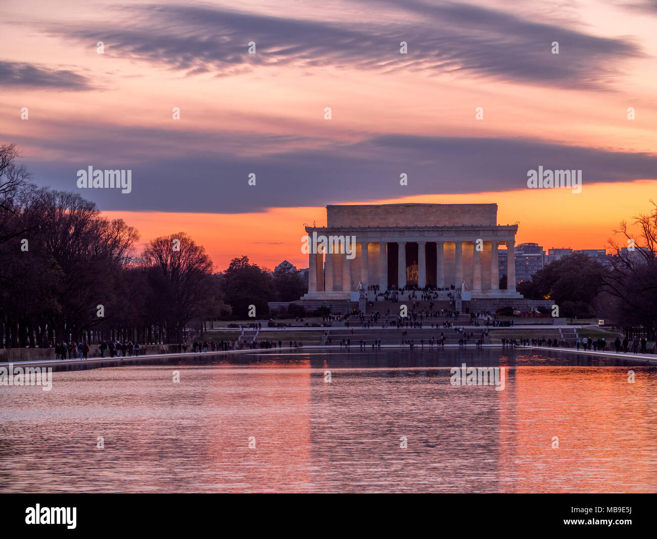 Evening sun setting behind the Lincoln Memorial - Stock Image