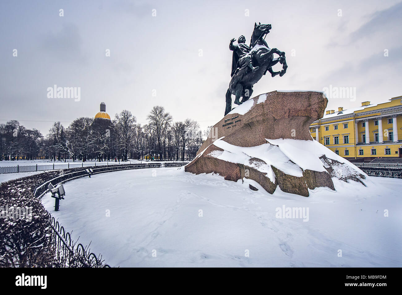 Peter the great statue with St Isaac Cathedral at background in a snowy scene. St Petersburg, Russia - Stock Image