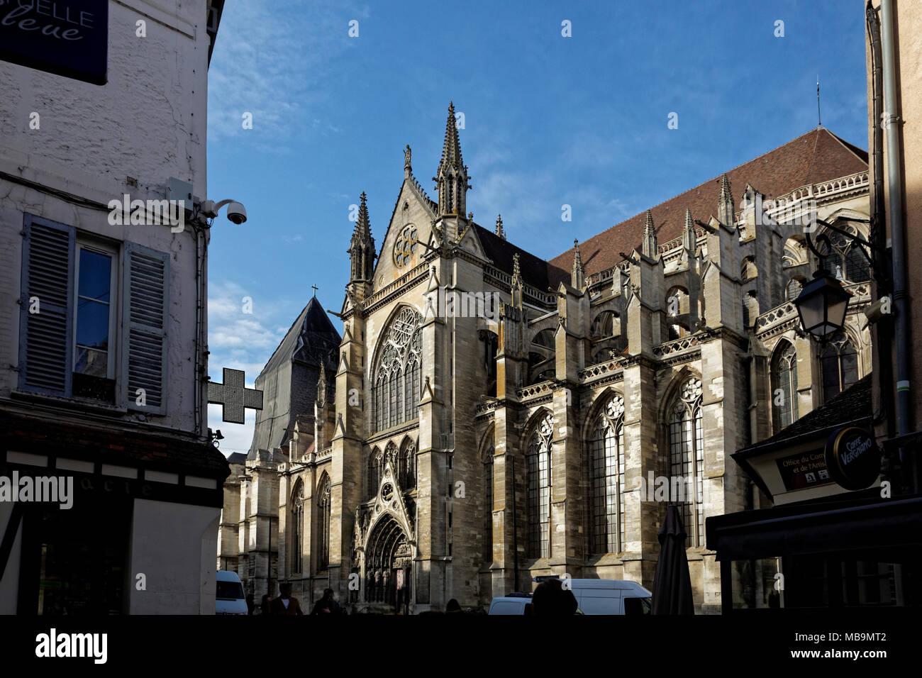 Cathedrale Saint-Etienne, Meaux (Meaux Cathedral), Meaux, Seine-et-Marne, Île-de-France, near Paris, seen from Rue de General Lelerc - Stock Image