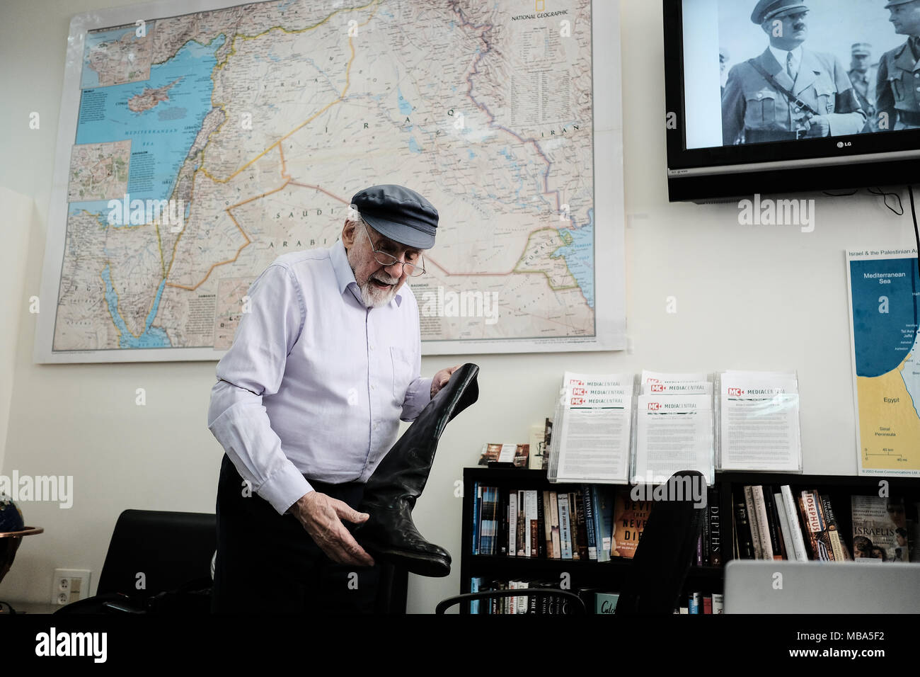 Jerusalem, Israel. 9th April, 2018. Ahead of Israel's Holocaust Martyrs' and Heroes' Remembrance Day, WALTER BINGHAM, 94, speaks of his wartime experiences. Born Wolfgang Billig, recipient of the Guinness World Record for the oldest radio talk show host, Bingham was born and grew up in Germany as the Nazis were rising to power. As a child he witnessed Nazi book burnings and severe discrimination before escaping to England on the Kindertransport. Credit: Nir Alon/Alamy Live News - Stock Image